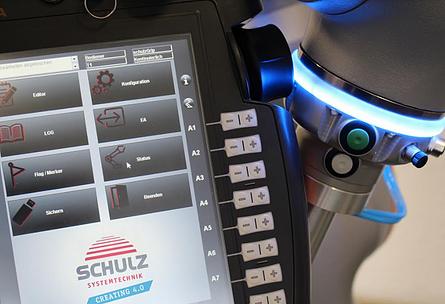 Visbek macht Software für die Automatisierung - SCHULZ Systemtechnik  Mit der Automatisierung von Produktionsabläufen beschäftigt sich SCHULZ Systemtechnik seit vielen Jahrzehnten. Als Ende der 1970er Jahre die speicherprogrammierbare Steuerung den Markt eroberte, wurde Software Bestandteil der Elektrotechnik und revolutionierte eine ganze Branche. Seither entstehen MES/Prozessleitsysteme, Visualisierungsprogramme, Management-Software und vieles mehr im Unternehmen. Die Digitalisierung und Vernetzung spielt dabei eine wichtige Rolle.
