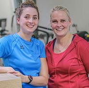 VISBEK macht gesunde Ernährung - Gesundheitszentrum Visbek😃💪 Christiane Lampe-Wulf erzählt dem aktuellen Figurscout-Kurs, wie sie es auch nach dem Kurs geschafft hat, weiter so erfolgreich abzunehmen und ihr Gewicht mit minimalen Schwankungen zu halten💪🍏🥒🥦🥩  Auch ein Jahr nach ihrem Kurs hält sie sich größtenteils an das Konzept und hat einen Weg gefunden, die Ernährungsumstellung in ihren Alltag zu integrieren💪💪  Natürlich muss man die Sporteinheiten beibehalten, um weiterhin Muskulatur aufzubauen☝️☝️  Von nix kommt nix‼️  Christiane ist sichtbar glücklich über ihren Erfolg und wir ebenso stolz😃💪  Clever essen - genussvoll abnehmen - Gewicht halten😃👍🍽  Ihr habt Fragen zum Figurscout-Kurs? Einfach melden:  ➡️Gesundheitszentrum Visbek ➡️04445 8150 ➡️wigger-visbek@t-online.de