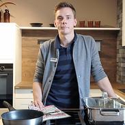"""VISBEK macht Sonderpreise - Möbel Debbeler  Wenn ihr jetzt oder in absehbarer Zeit eine neue Einbauküche benötigt, dann solltet ihr unbedingt ab sofort bei Möbel Debbeler vorbeischauen. """"Wir suchen 30 Interessenten, die ihre Küche zum Herstellersonderpreis kaufen möchten! Für diesen Preis erhaltet ihr sogar eine Preis-Garantie, das heißt, ihr könnt eure Küche sofort oder bis spätestens Ende 2018 abnehmen. Spart bares Geld, bewerbt euch unter:  04445 - 96050-56 oder besucht direkt unsere Ausstellung!""""   Auf gehts zu Möbel Debbeler!"""