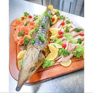 visbekmacht #visbekmacht ZUSAMMENHALT - @fischholzenkamp 🍴🐟🍇🥗 Individuelle Fischplatten zum Abholen😃👍 Die leckeren Fischplatten von @fischholzenkamp werden für euch so zusammengestellt, wie ihr es wünscht... Mit Räucherfisch wie Forelle, Lachs, Aal, Stremellachs, Butterfisch, Nordseekrabben, und, und, und! Dazu die passenden Salate und Dips - LECKER!😎👏 Einfach telefonisch bestellen unter 📞04445/7570 Ps.: Weihnachten steht vor der Tür...jetzt noch zügig Fischplatten für die Festtage bestellen🎅🎄🎁 #visbek #fischplatten #lecker #fischzucht #holzenkamp #fisch #siedenbögen #fischplatte #räucherlachs #lachs #forelle #krabben