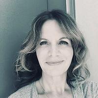 Portrait Claudia LAndolt Yoga.jpeg