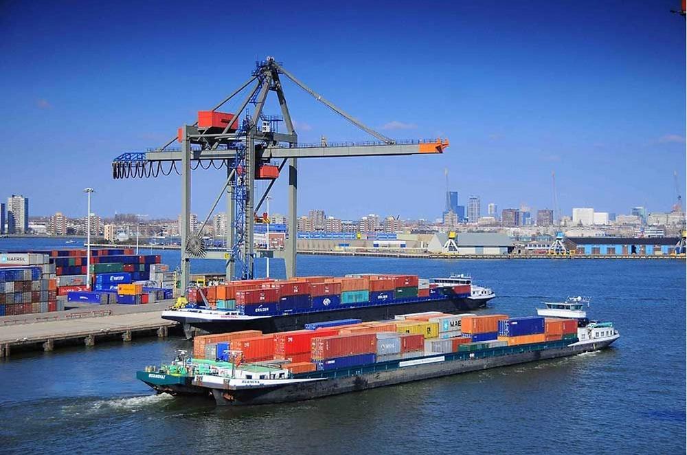 Mô hình vận tải Container bằng sà lan