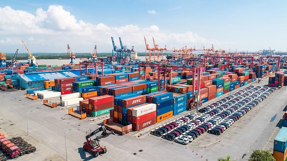 """Logistics Việt Nam """"chịu đòn"""" mạnh mẽ do COVID-19"""