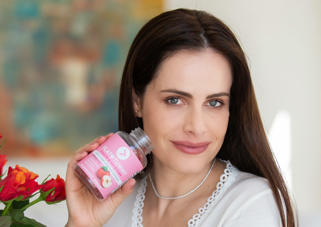 Gabriela Dias paid advertising for Flat Tummy!
