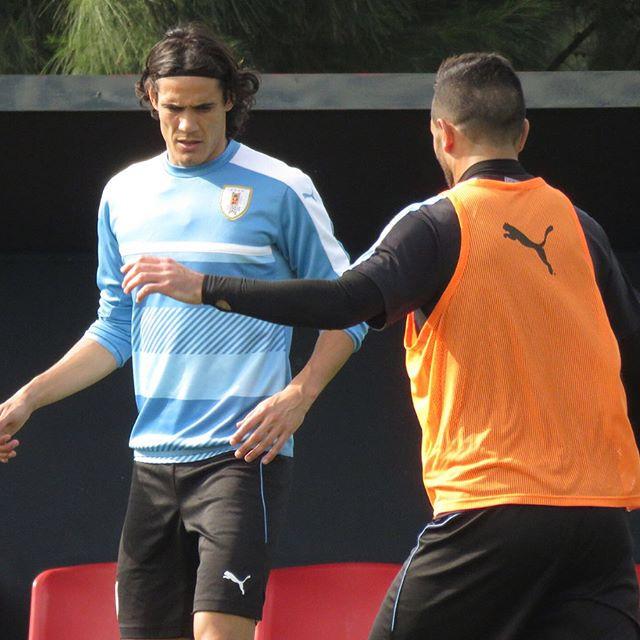 O astro uruguaio Cavani treinando pelo Uruguai.