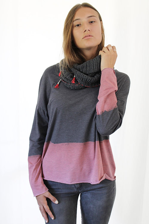 Charcoal scarf with Pink details