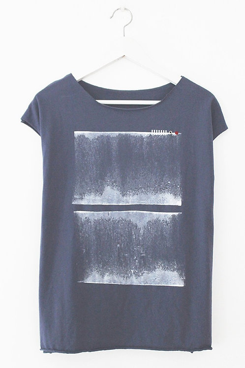 Blue summer shirt with abstract Print