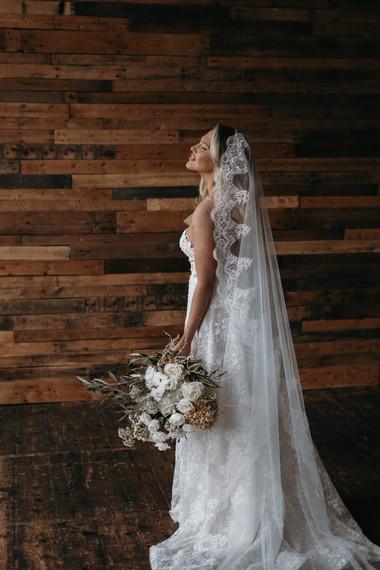 Bride with long veil & white bouquet