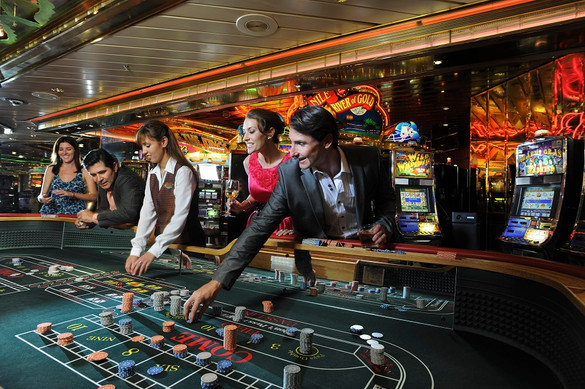 RCI_GR_Couple_Casino2.jpg