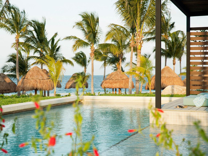 luxury-hotel-suites-with-private-pools.j