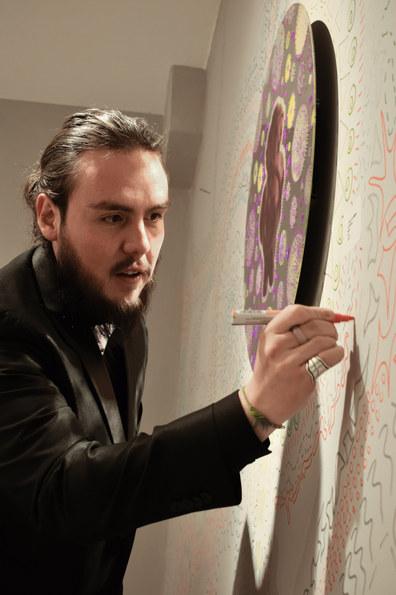 Johnnyglifiqueando un Mural