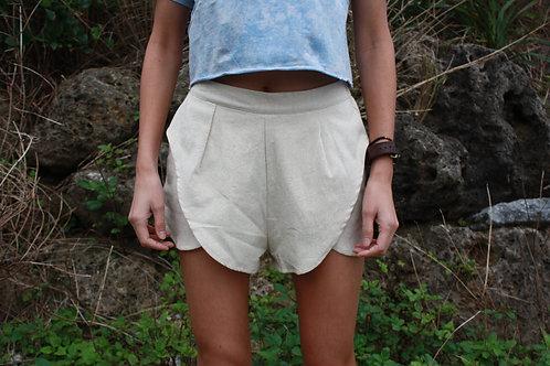 SHORT PANTS WHITE.
