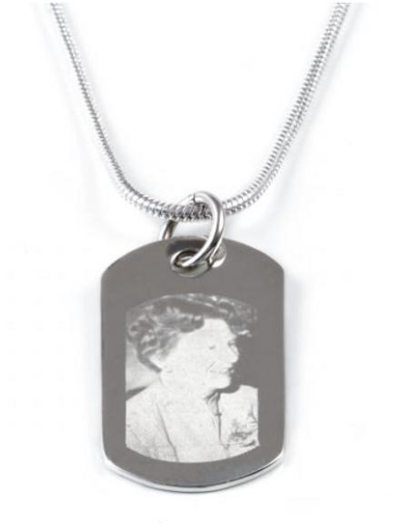 Medium portrait pendant