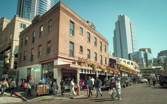 A Sunny Day at Pikes Place