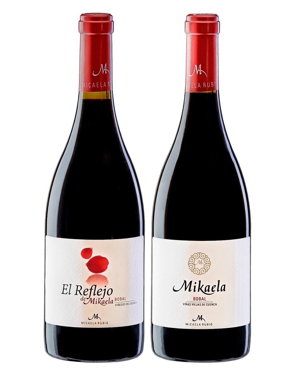 vino tinto mikaela y el reflejo de mikaela de uva bobal