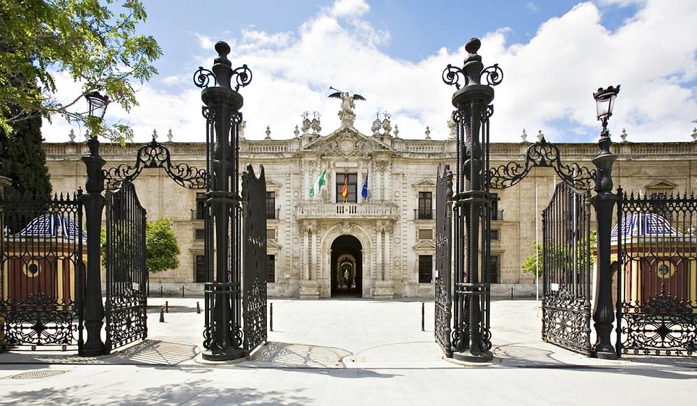Entrada principal de la Real Fábrica de Tabacos de Sevilla