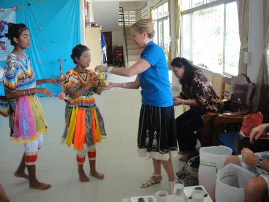 4Life Executives Provide Service for Thailand Orphanage