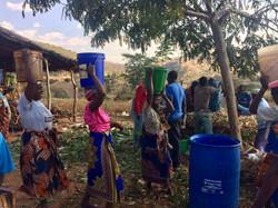 Women bringing water - IMG_0256.jpg