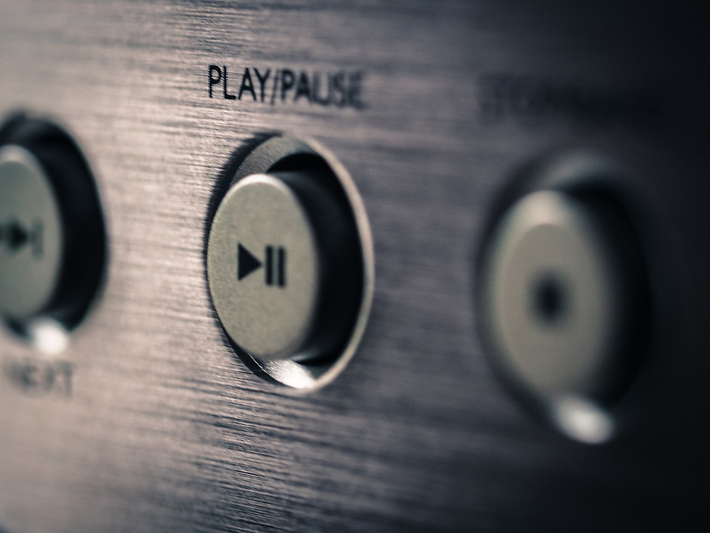 Sound system play/pause button