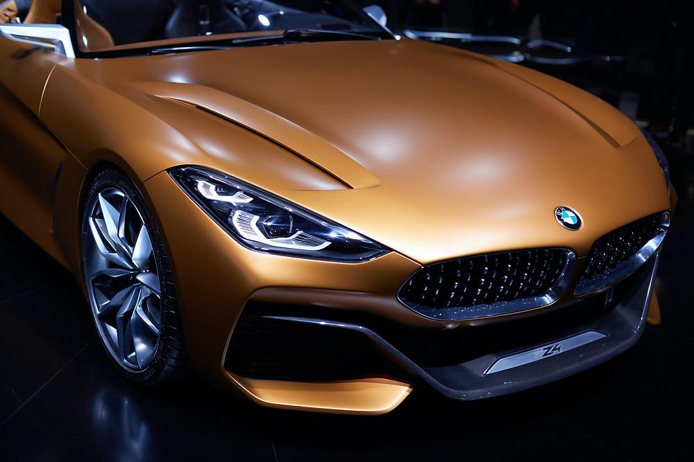Producent samochodów premium BMW stosuje podejście od zewnątrz do customer experience