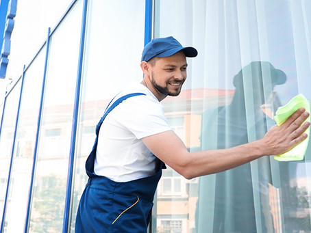3 Insider Tips to Cleaning Office Windows to Keep Your Space Luxurious
