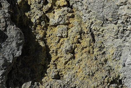 Römerite, Fe2+Fe23+(SO4)4.14H2O: