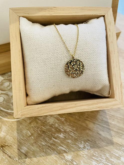 Collier pendentif martelé -  Doré