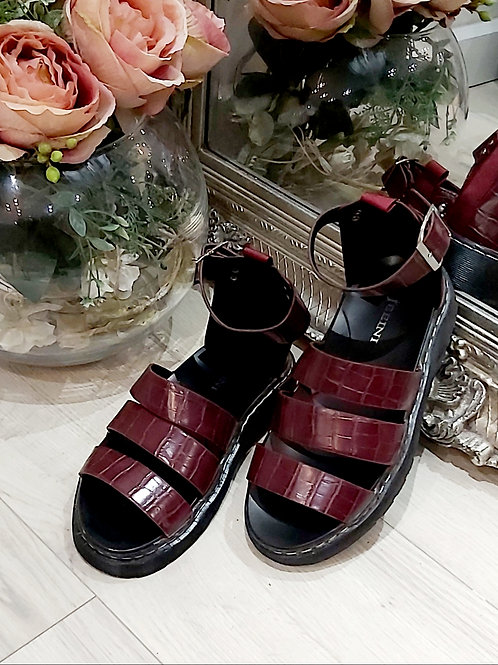 Croc Chunky Inspired Sandles In Wine