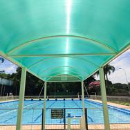 Espaço coberto da piscina