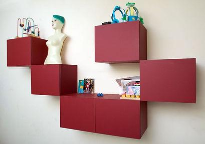 Losse  blokken voor aan de muur. Materiaal: berkenmultiplex en linoleum