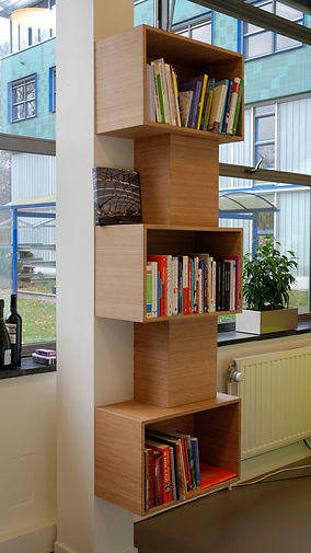 Presentatiekast voor boeken. Materiaal Bamboe