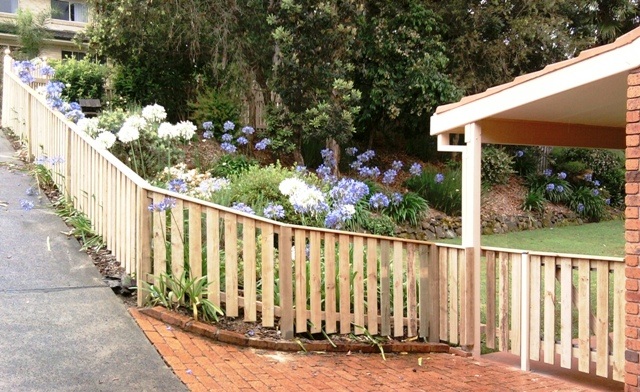 3 ft picket paling fence with gate