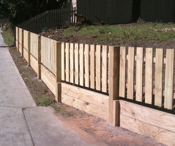 paling picket fence with retaining