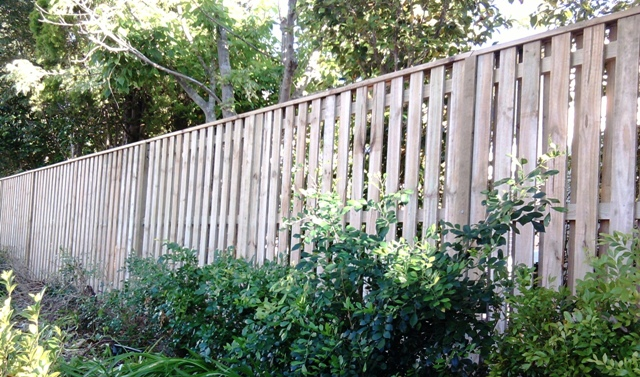 Neighbour friendly fence