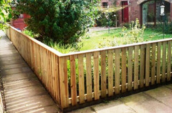 3_foot_picket_fence_with_capping_rail_corner - Copy