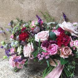 Een bruidsboeket vol rozen in 50 shades