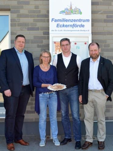 Os maçons de Eckernförder apoiam as crianças dessa localidade com 1200 euros