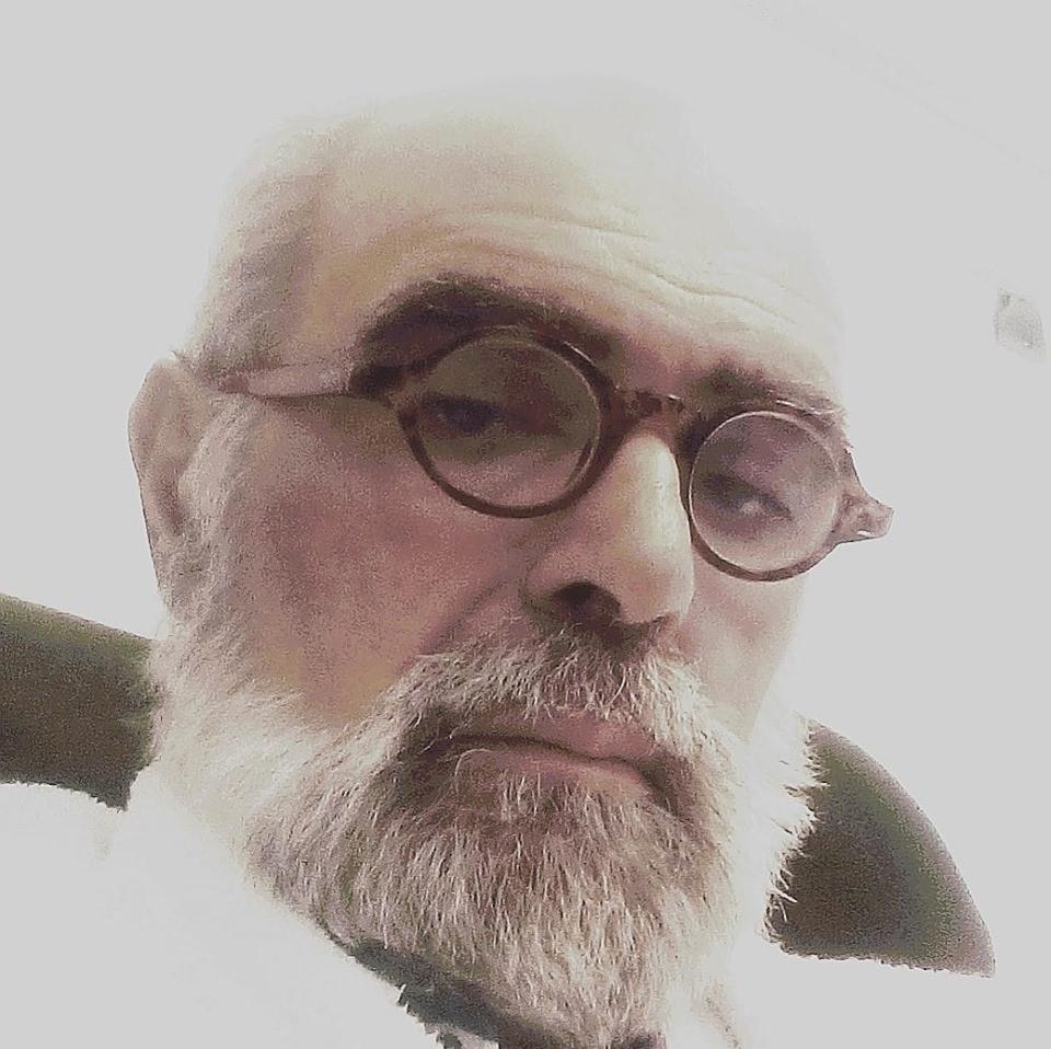 Partiu para Oriente Eterno o poeta, cantor e docente universitário Carlos Carranca