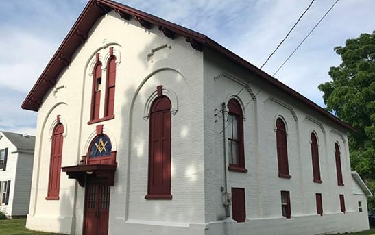 A Loja Maçónica localizada em «105, Washington Street» está à venda