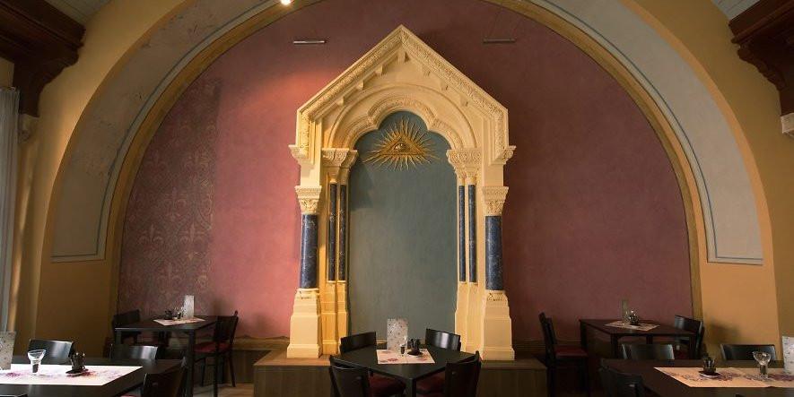 Maçonaria : - Uma Loja bela que funciona num café recentemente restaurado