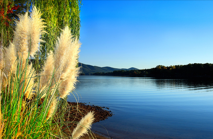 Smith_Mountain_Lake