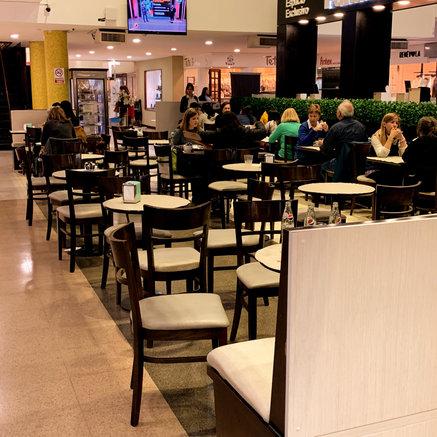 Galeria Rosario tiene un bar en su hall central donde podes sentarte a disfrutar de un rico cafe mientras haces tus compras.