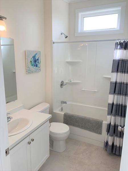 19. 3 piece bathroom.jpeg