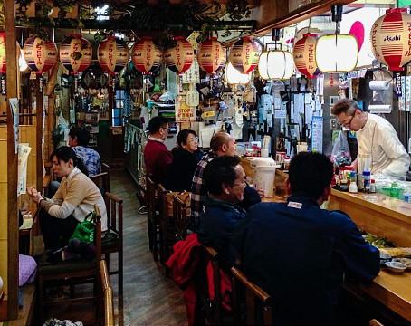 O que são os izakayas no Japão?
