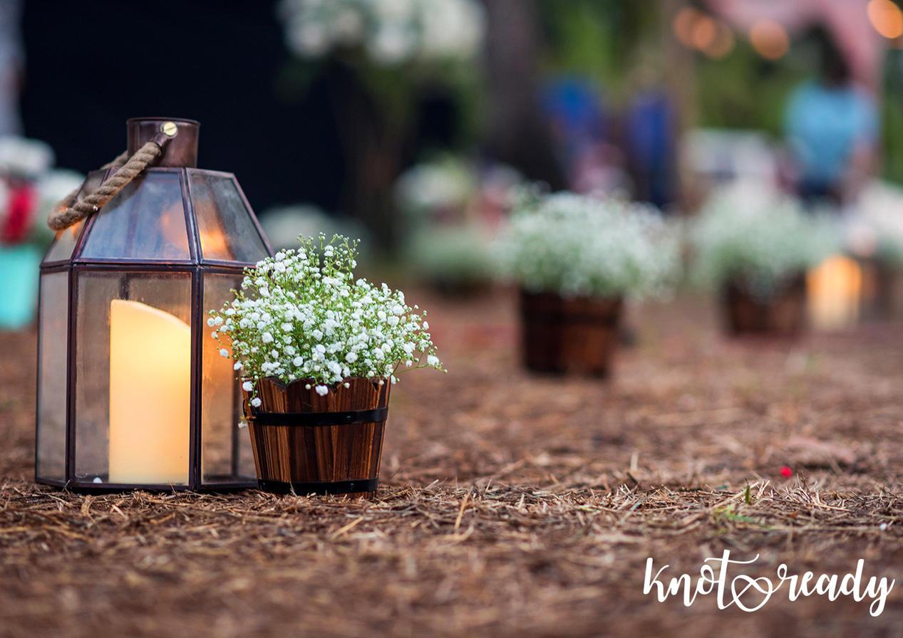 Lanterns and flower baskets