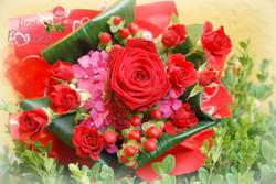 Rosa rossa ben confezionata
