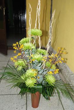 Composizione con crisantemi verdi