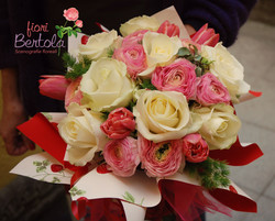 Bouquet rose bianche e fiori rosa