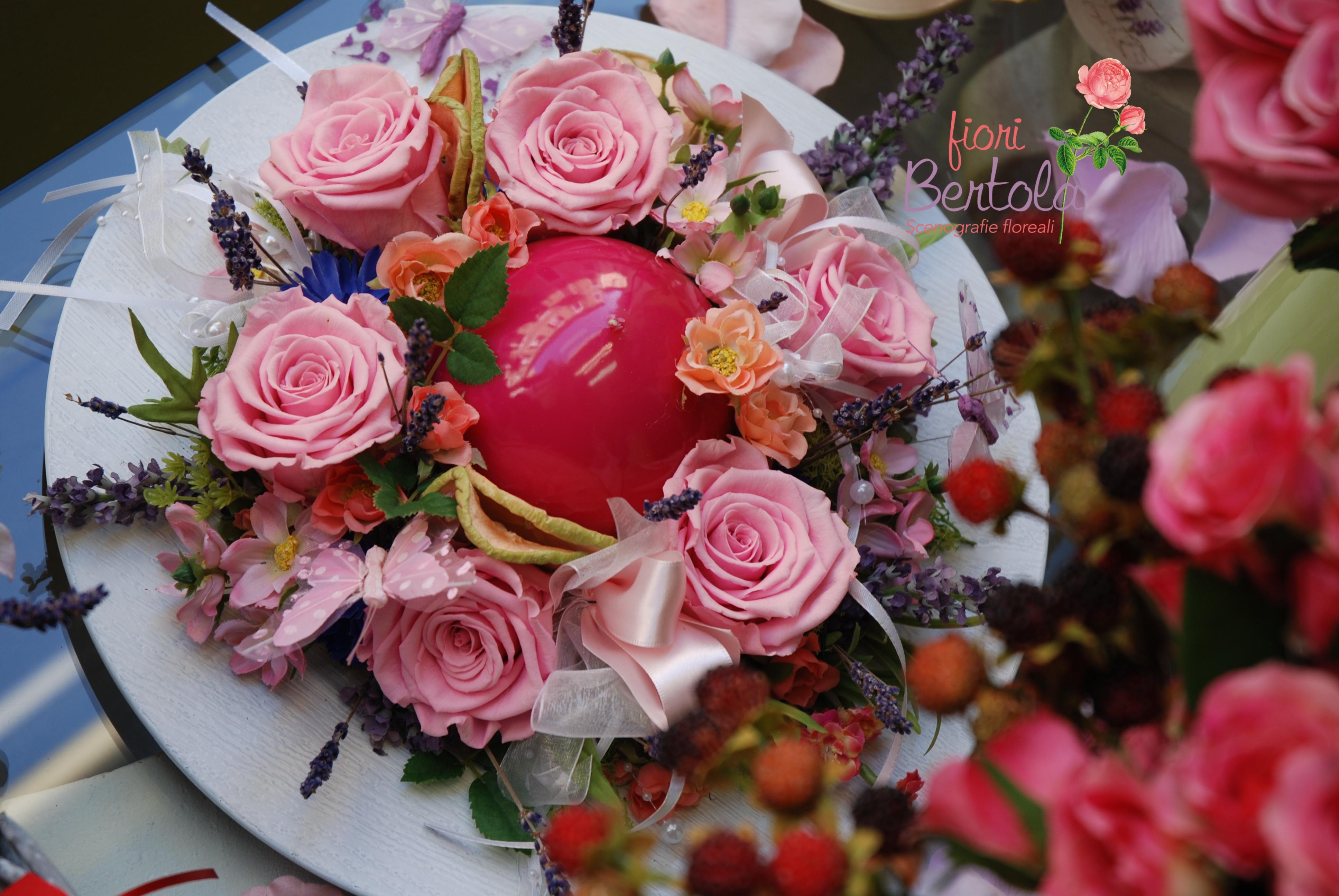 Composizione con rose stabilizzate