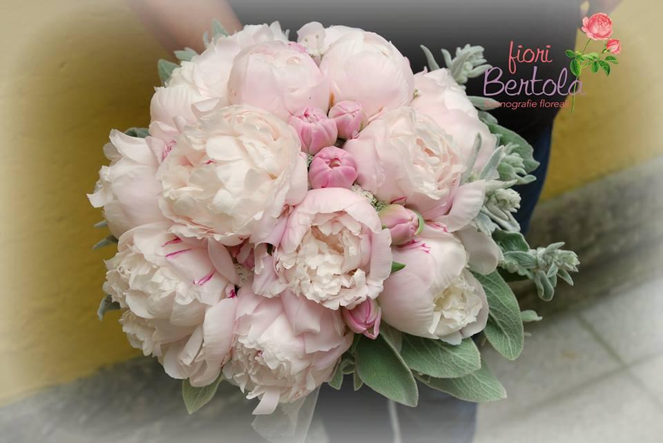 Bouquet sposa con peonie rosa